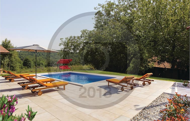 Holiday cottage with 3 bedrooms on 65 m² in Ribnik