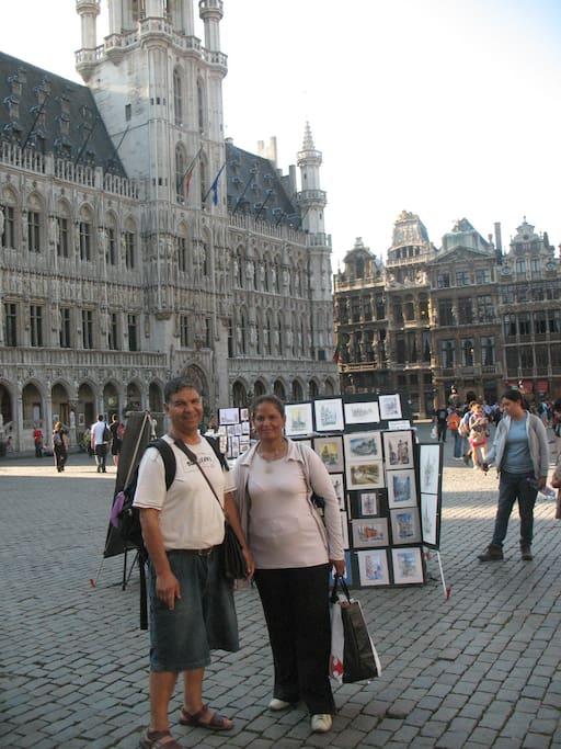 avec la mama Fatma à la grand'place bruxelles sept 2011