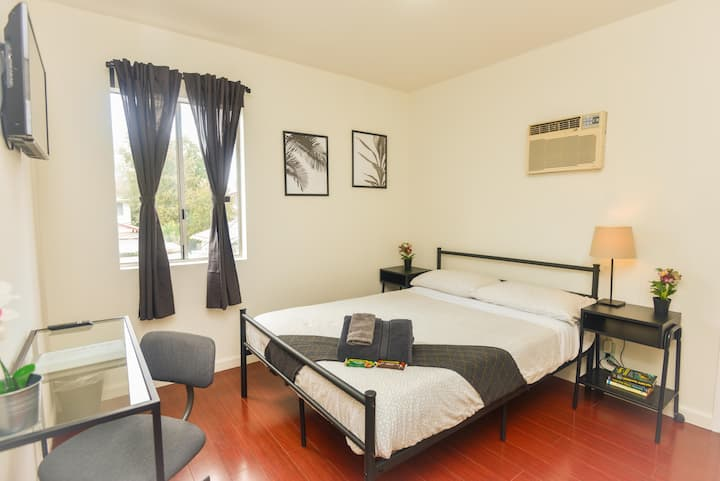 W.A4-  Affordable Clean Private Room in Hollywood