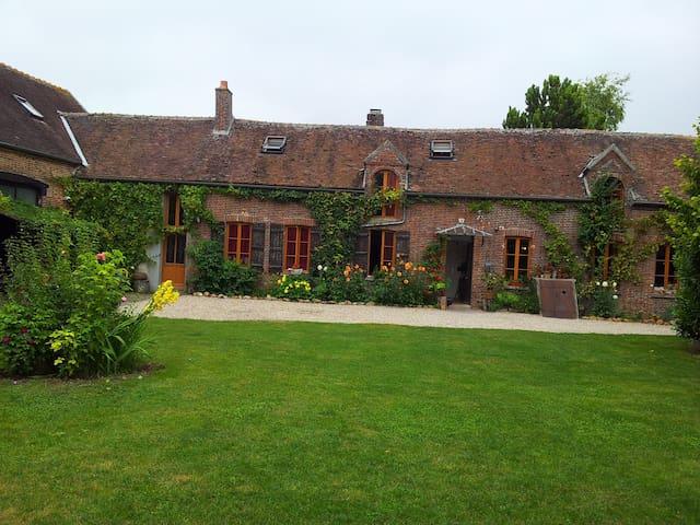Maison familiale et campagnarde - Perceneige - Hus