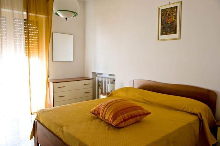 BILOCALE CON PISCINA SUL MARE - Bari - Appartement