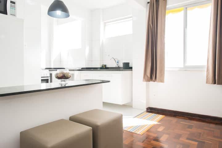 Lindo Apartamento (Apipema - 500m da Barra)