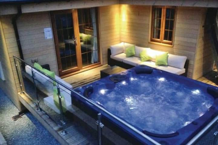 Stylish Retreat for 2, Hot Tub, Exceptional Views!