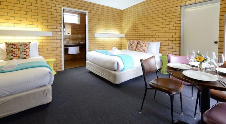 Tripple Room- sleeps 3 at Sea Lake Motel with Pool
