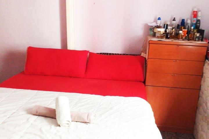 Private room in barcaloneta Beach