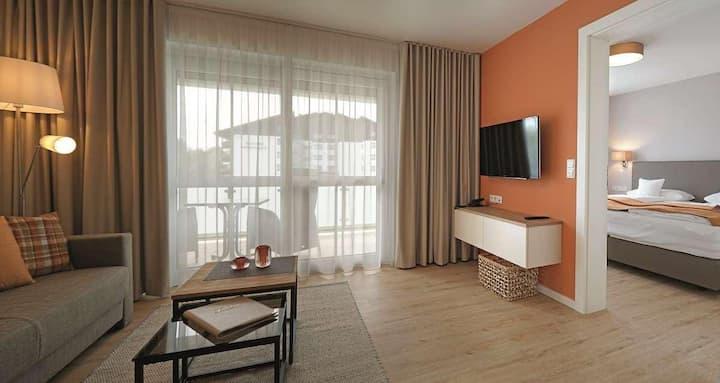 App. Hotel Fidelio (Bad Füssing), Zwei-Zimmer-Suiten Typ 2 (44qm) mit überdachtem Balkon und Boxspringbett