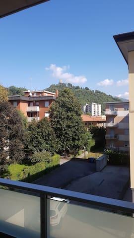 Monolocale moderno con grande balcone