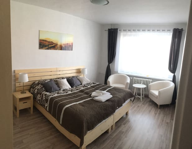 Comfy room in the city center with private parking