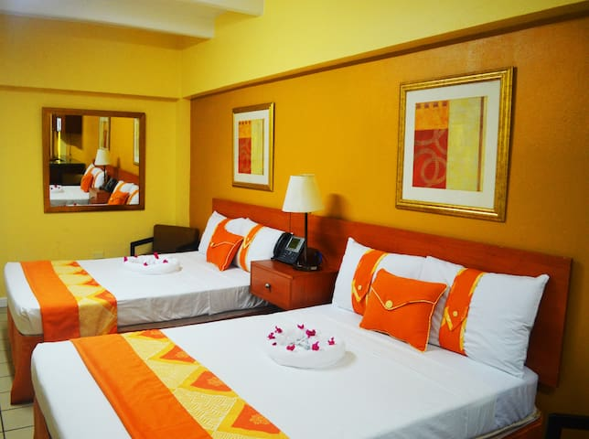 The Suites @ Pineapple Court Hotel - Masded - Bed & Breakfast