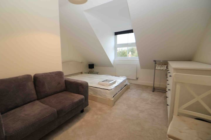 The Penthouse Suite  Luxury wisbech centre stays