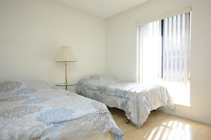 Furnished One bedroom Apt. 獨立一房公寓