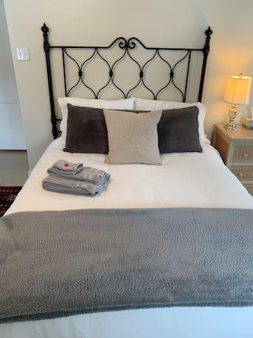 Private Guest Suite, Bathroom & Entrance