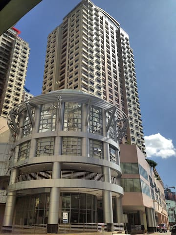Perfectly Located Furnished Condo - Quezon City - Apartment