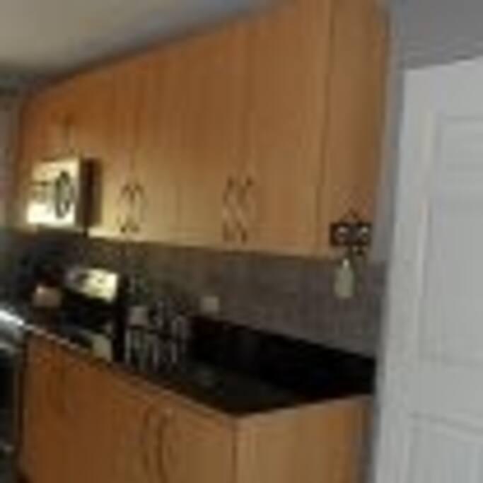 Kitchen, stove + microwave