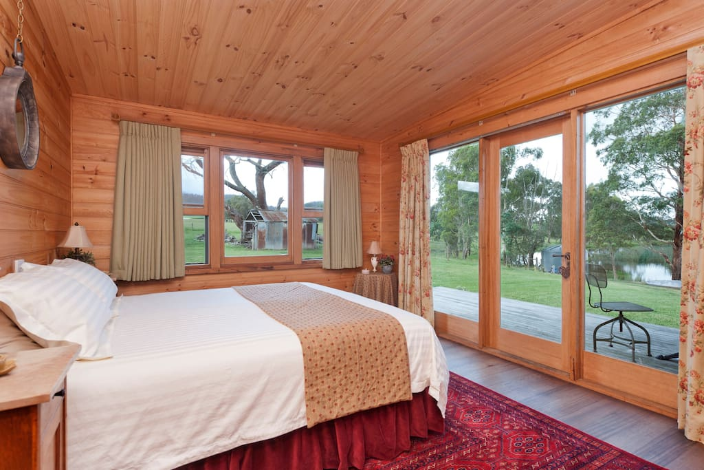 King size bed with views to the dam