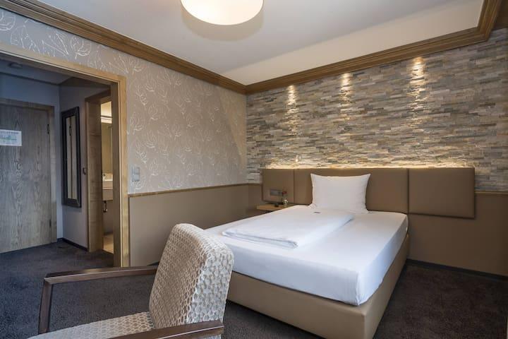 Hotel Becher, (Donzdorf), Einzelzimmer Komfort mit Dusche und WC