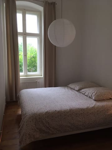 Nice room in a large flat with garden