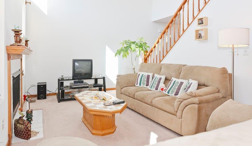 Cozy-Comfy Room,  longterm no lease - Naperville - Dům