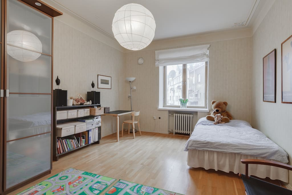 The largest bedroom with a double bed (140 cm x 200 cm) which also has an en-suite bathroom. (The bed in the picture is an old one, and has been replaced by the wider double bed.)
