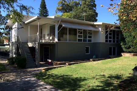 Spacious family home close to shops - Forestville - Casa
