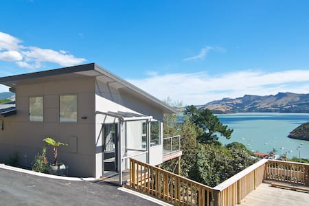Luxury Cass Bay Retreat (B)