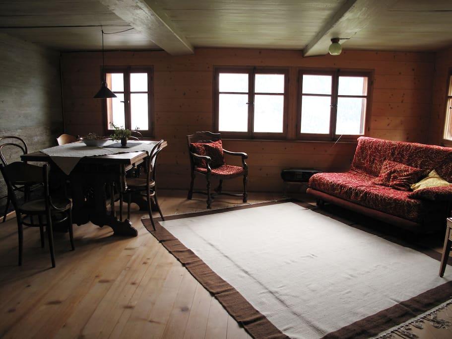 Stube mit ausziehbarem bequemen Doppelbett