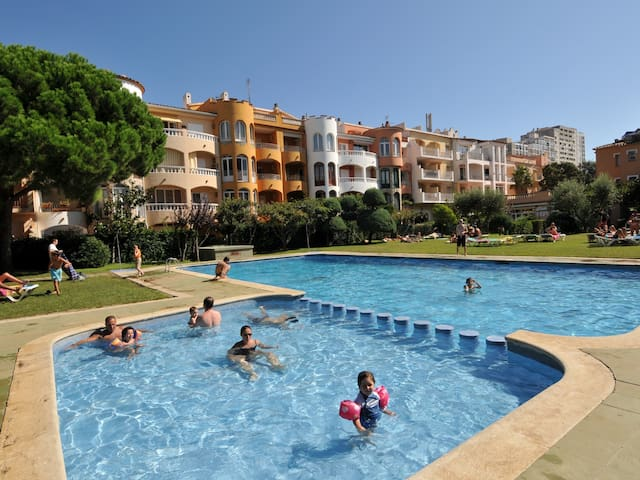 Apartments with swimming pool near the beach.