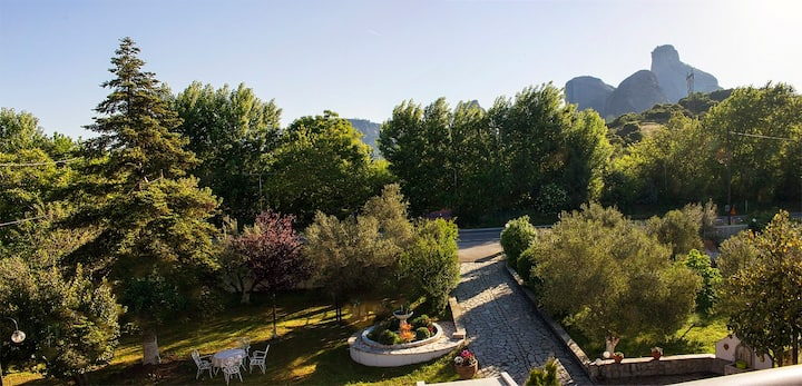 Pomegranate Tree House - Meteora