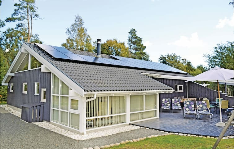 Holiday cottage with 4 bedrooms on 125 m² in Glesborg