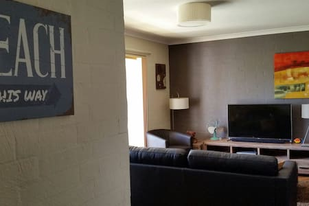 Spacious Surfside Apartment - Safety Bay - Huoneisto