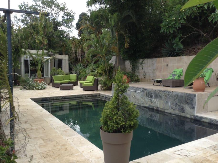 Accès à la piscine de la propriété