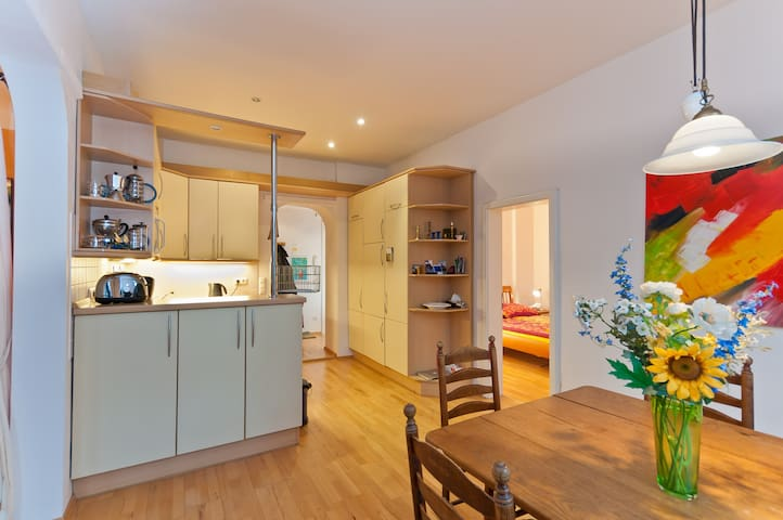 Lovely 3 Room Flat, bright+Central - Munique - Apartamento