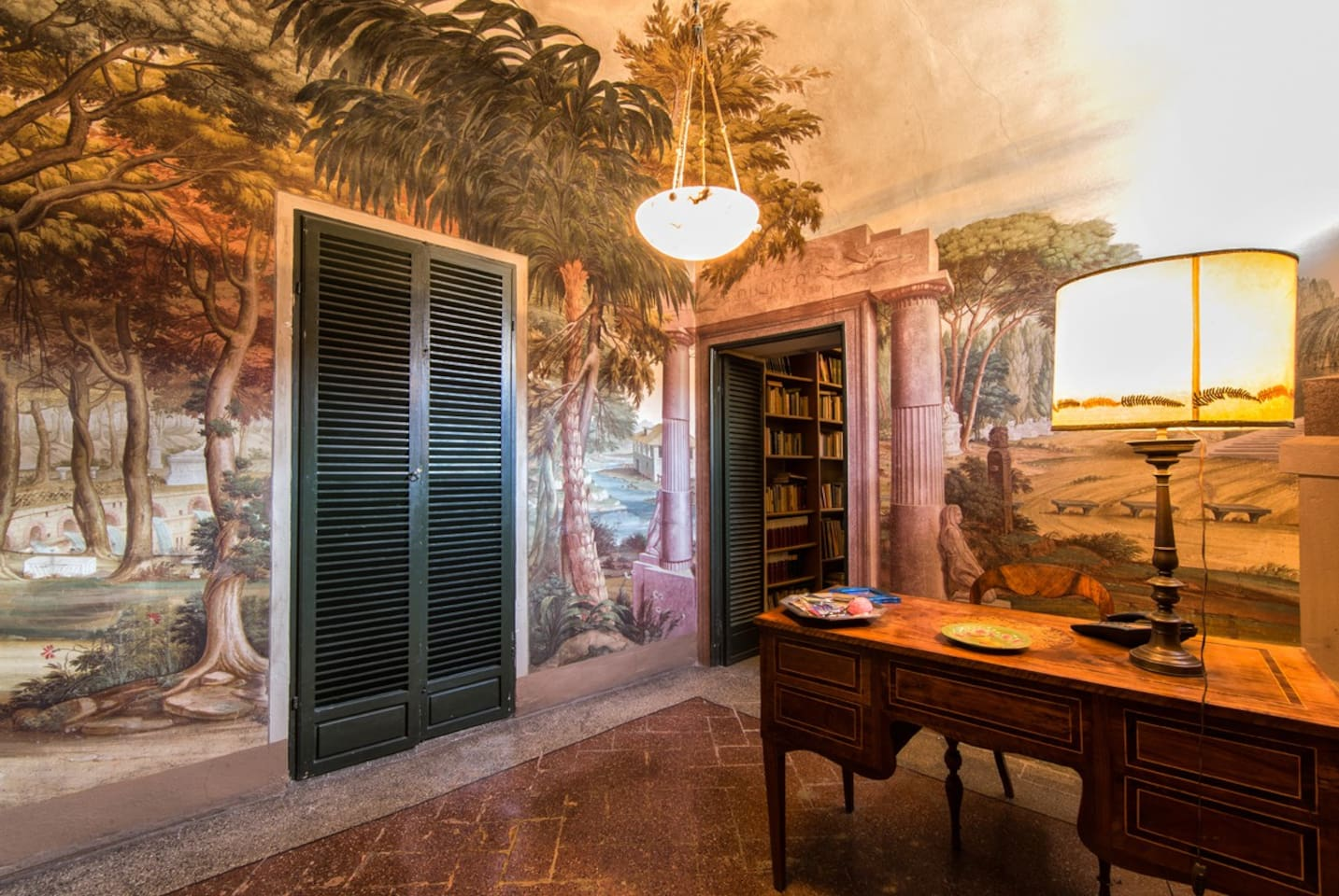 Apartment with stunning Frescoes