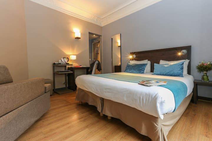 Triple Room in hotel near Gare du Nord