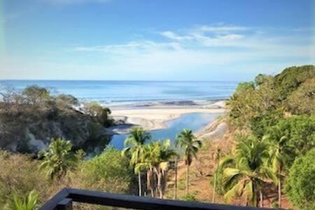 En Playa Corona descansar es fácil.