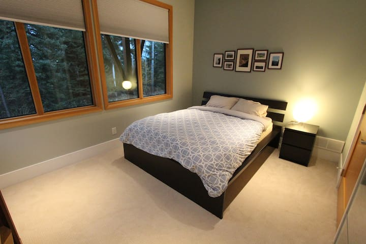 4th bedroom located downstairs w/ queen bed, closet & shared bath w/ bedroom #5