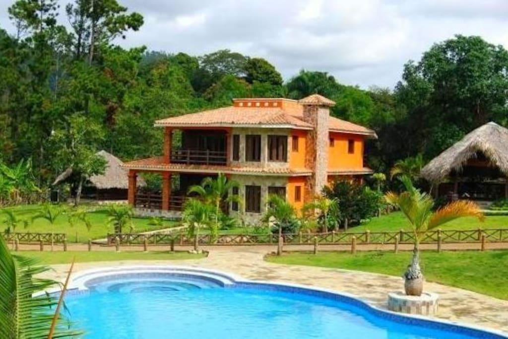 Snug 4 bedroom villa jarabacoa villas for rent in for Villas en jarabacoa