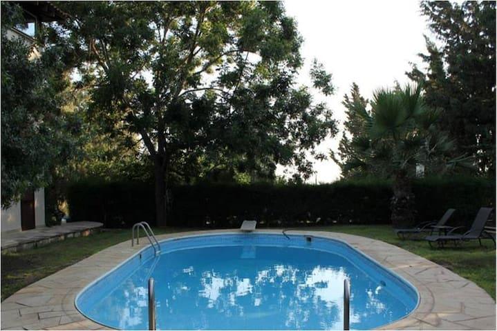 2B/R with Pool (Lemon Cottage)