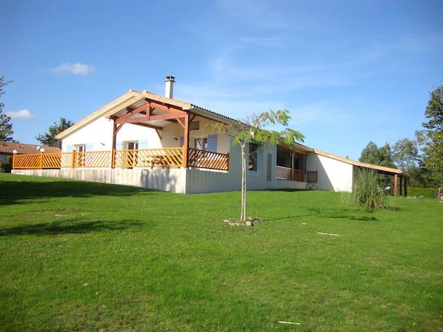 Spacious Charente Bungalow - Écuras - House