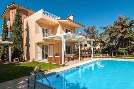 Villa with pool in Lagonisi Athens - Kalyvia Thorikou - Casa de campo