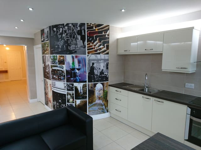 Luxury fully equipped apartment for 15 people - Liverpool - Apartment
