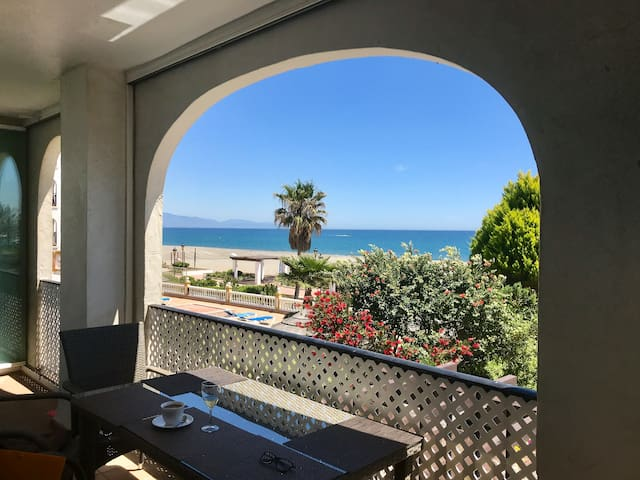 Beautiful apartment at the beach WiFi included