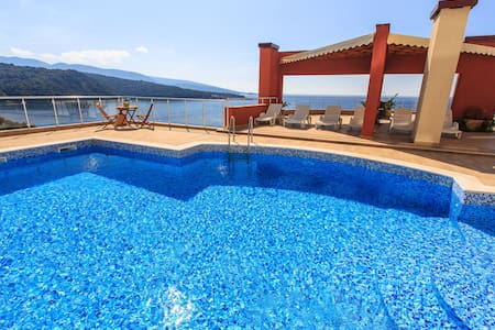 El Classico- Sea Apartment на 1-ой линии с пляжем