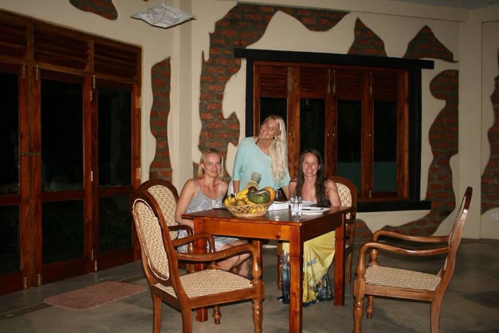 Dining table for upto 4 persons