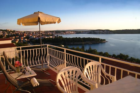 Grate seaview on private balcony A2 - Trogir