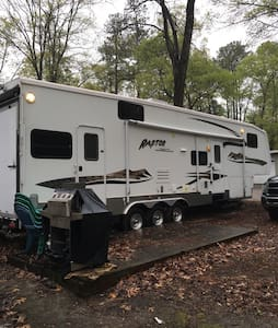 New RV a block from the Bay - Camper/RV