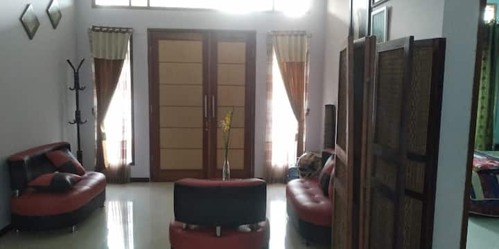 Villa Holiday House Cikole Lembang