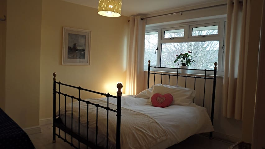 Double room with en-suite - Chafford Hundred