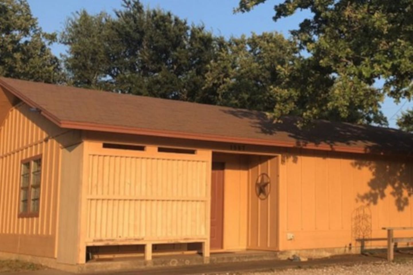 Nice little 2 bedroom, 1 bath just with large kitchen and oversized covered backporch just outside of Bridgeport, Tx