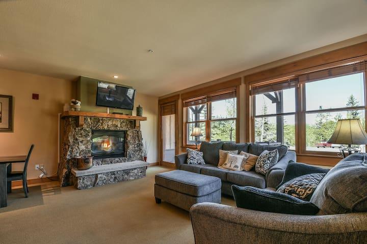 Elk Run Villas 9574-Near Nordic center & Golf course, Private washer & dryer, 1 car garage,  Gas fireplace